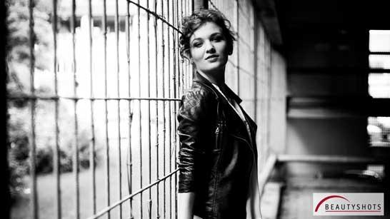 Foto von einer jungen Frau beim Outdoor - Fotoshooting im Beautyshots Fotostudio in Hamburg