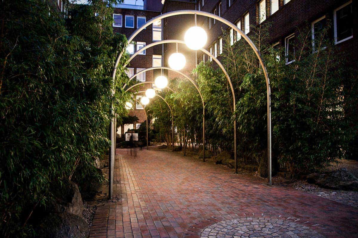 Der Weg durch den Bambus zum BEAUTYSHOTS Fotostudio in Hamburg