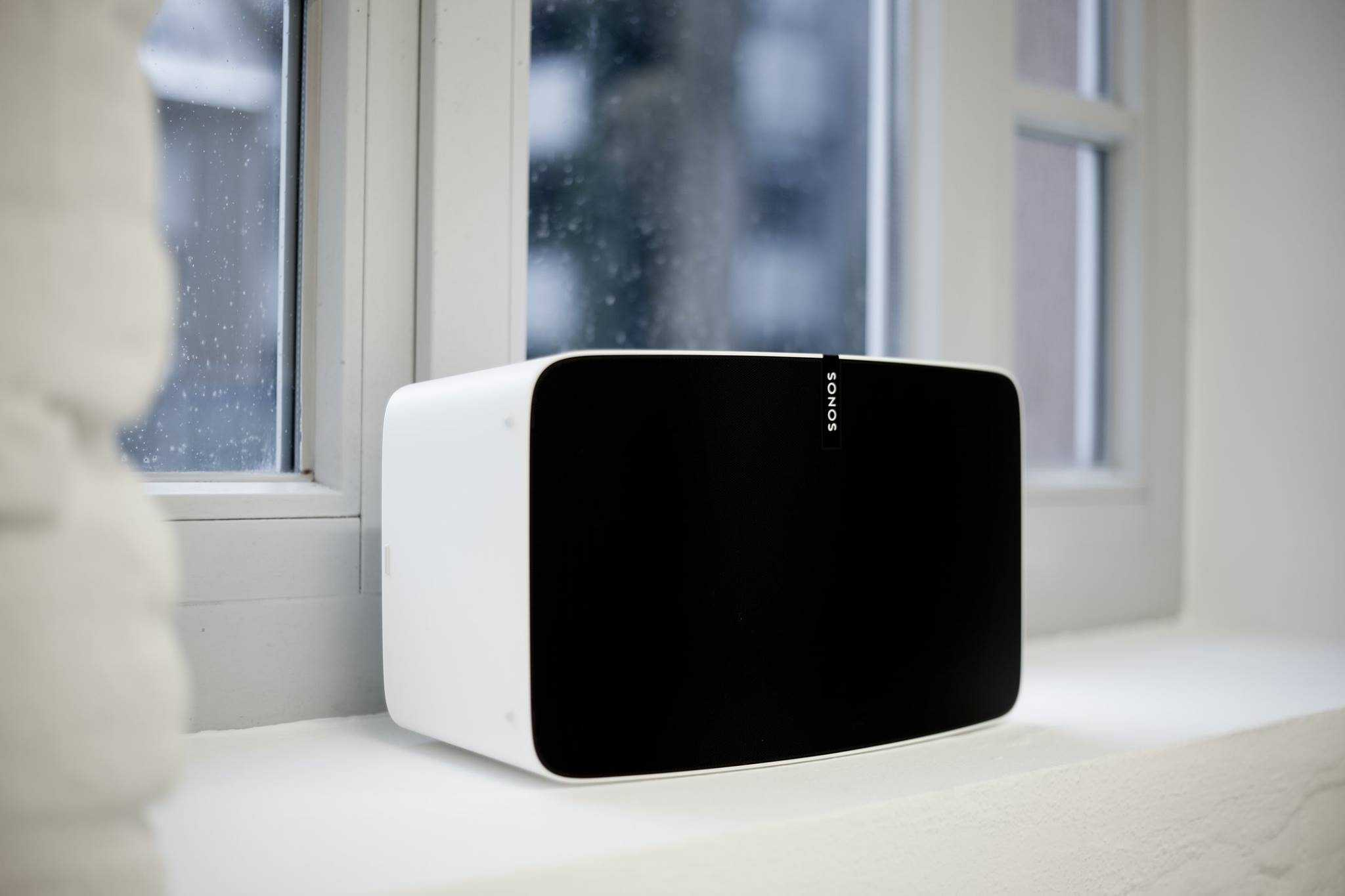 Foto von dem Sonos-Lautsprecher im Fotostudio